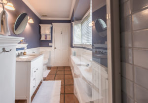 The Nantucket Bath - Kate Stanton Bed and Breakfast, San Diego Area