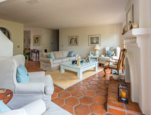 Amenities Sitting Room - Kate Stanton BB Encinitas, CA
